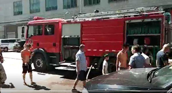 大火烧的很猛!浙江一包装厂车间生产线烧毁!