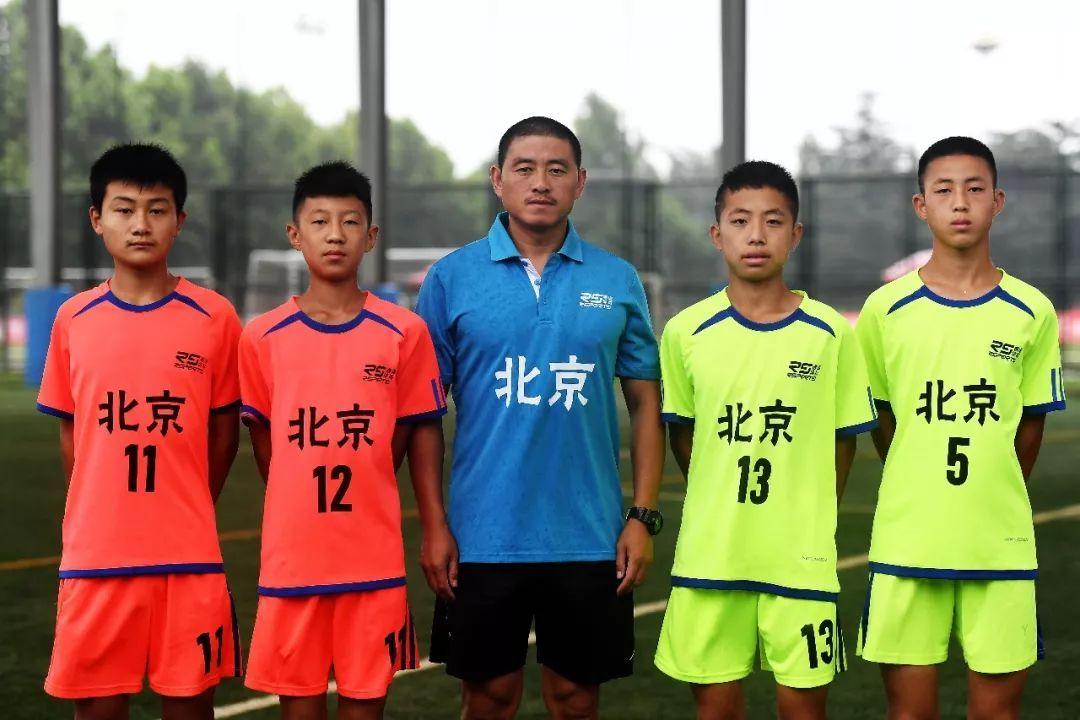 不过,今年尚老师的学校已经连续七年获得平谷区初中男子足球的第一名.
