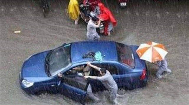 [原创]台风登陆,暴雨开车怎样最安全?老司机推荐这样做(图)