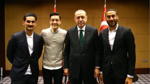 原创]厄齐尔因土耳其因素退出德国国足?法国对格里兹曼宽容成反衬(图)