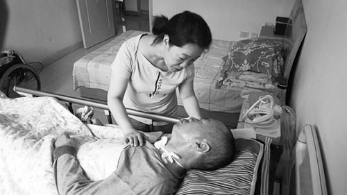 [原创]哥哥突发脑溢血瘫痪在床 妹妹精心照顾7年多(图)
