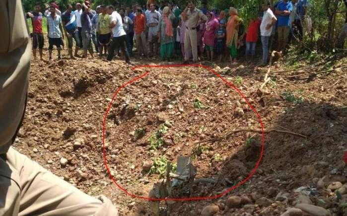 印度又出大事战机撞地支离破碎, 爱战机胜过妻子的飞行员尸骨无存