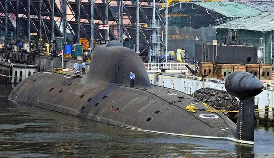 印度军工逆袭了?5年内造出万吨巨舰,只有大国才有这一神器