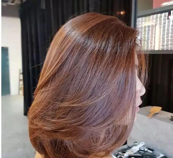 最显气质的女生短发烫发发型图片!图片