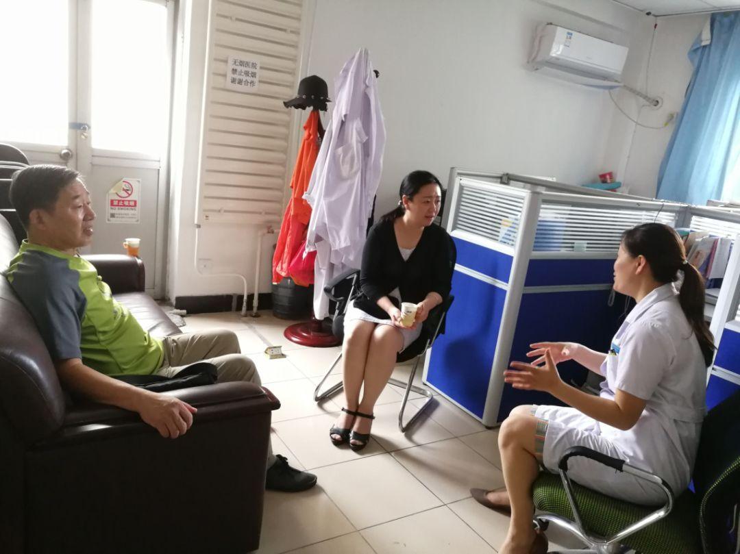 与顺天德中医院工作人员进行深入交流党,团,工会组织建设情况.