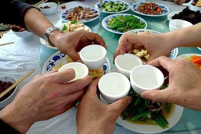 男人经常喝酒,4个部位都会受伤?营养师教你3个喝酒自救方法