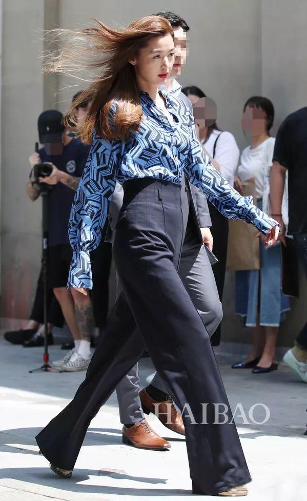 全智贤的超强气场多亏了这条裤子!学会阔腿裤的3种穿法还怕自己不高级?
