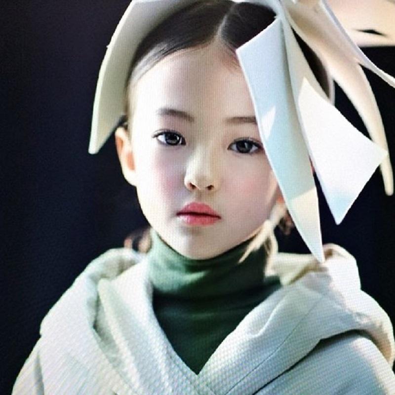 韩国裔美国儿童模特与yg的标志,很有可能成为k-pop明星