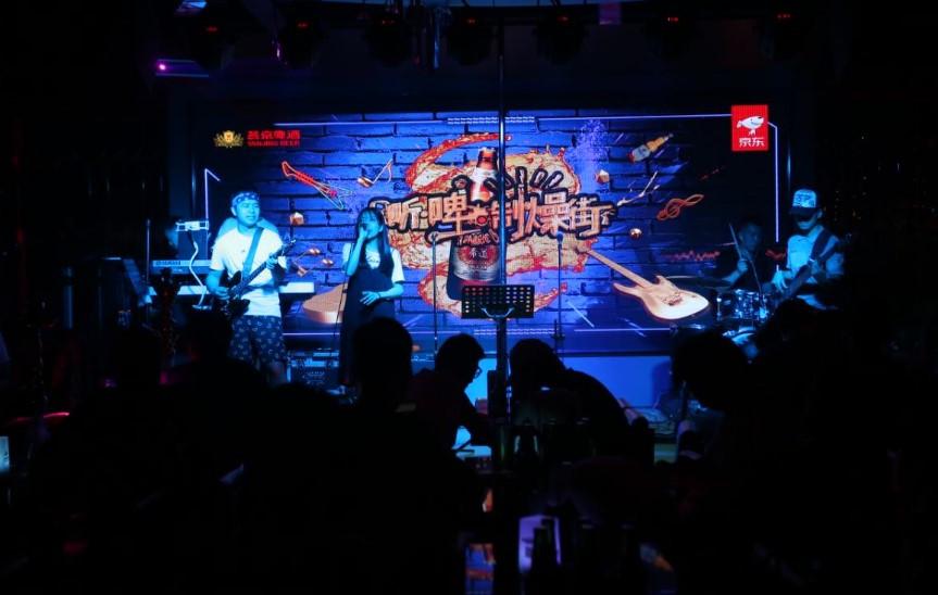 男孩女孩动感酒吧网址_京东啤酒节X新通路打造无界狂欢,燕京摇滚夜制燥周末嗨趴-产经