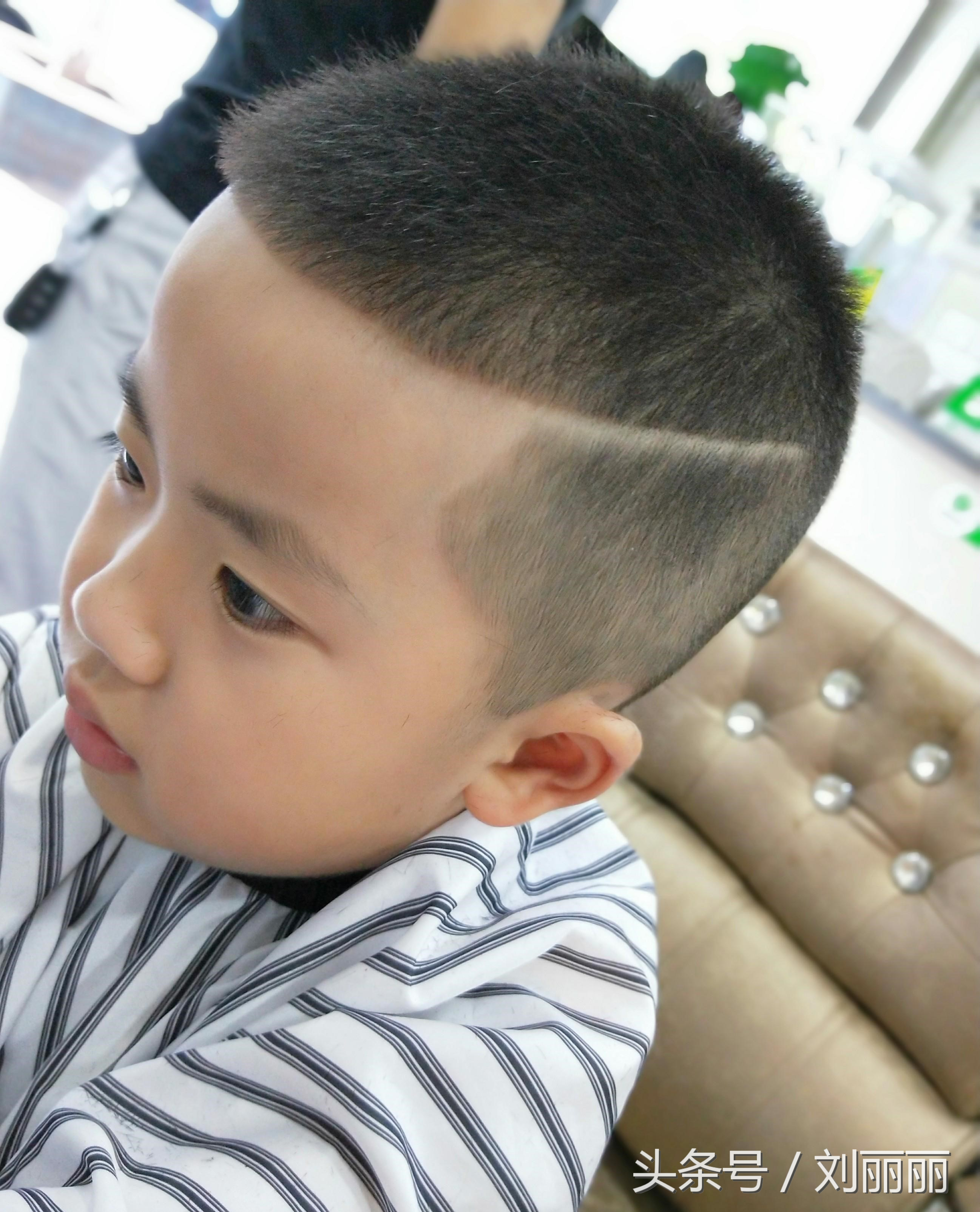 小男孩宝宝发型这样剪,帅炸了,有儿子的收藏了