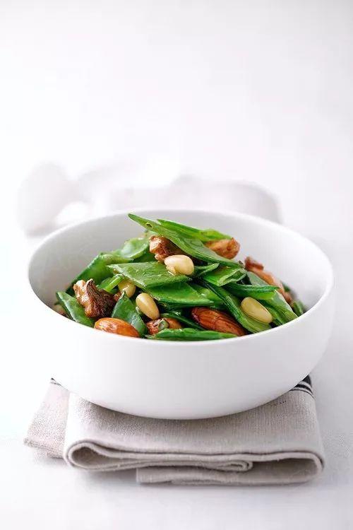 【果仁荷兰豆】 | 简单爽脆有营养,厨房新手也会做!