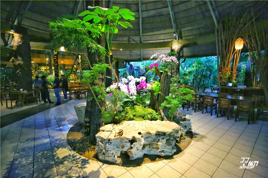 富饶变态黑深林_泰国清迈很奇葩的黑森林餐厅,就像在森林中用餐一样