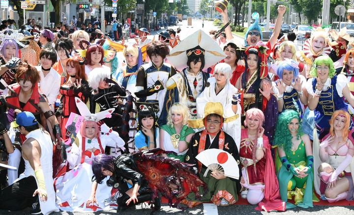 日本名古屋举办世界COSPLAY峰会 奇装异服参加者包围大街