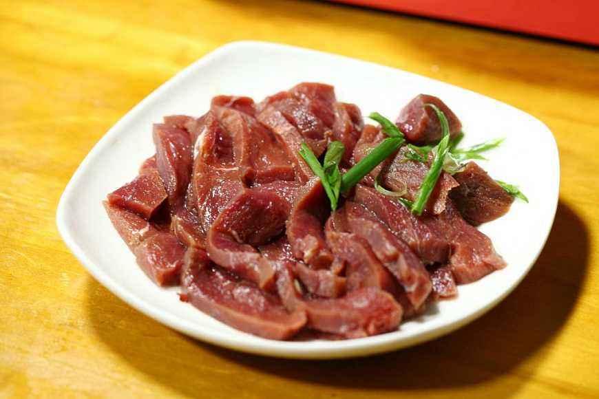 炒牛肉又老又硬嚼不動?下鍋前多做這一步,鮮嫩爽滑,不老不柴