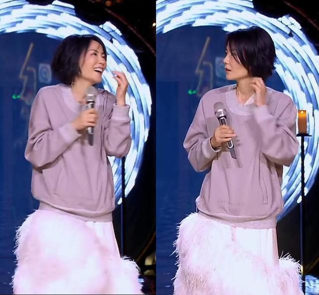 继卫衣+蓬蓬裙之后,王菲又穿起了白衬衫配西裤!酷的把女生掰弯