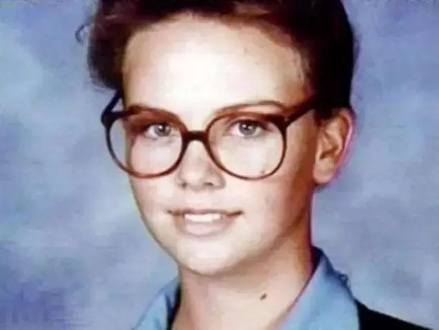 她目睹父亲被枪杀,剃光头,吊打男人,却活成全世界最性感的女人!