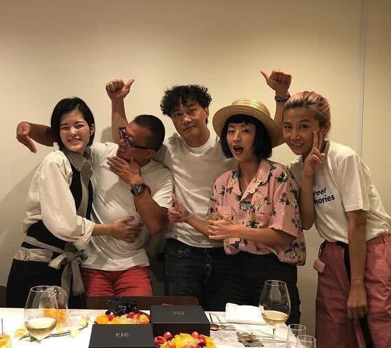 陈奕迅夫妻同框庆生 徐濠萦与好友玩亲亲easons表情亮了