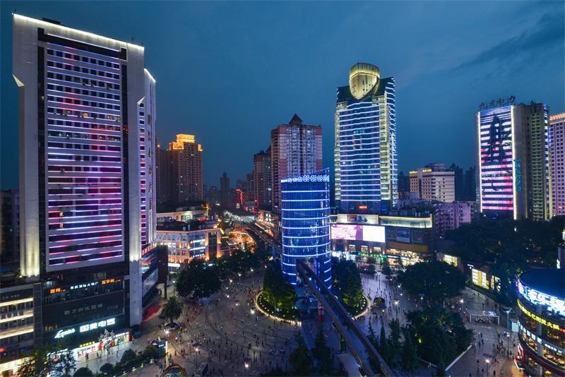 府网_(图:杨家坪商圈,来源于重庆市九龙坡区政府网)
