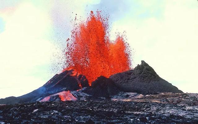 基拉韦厄最活跃的火山口喷发了35年,两月前为何突然奇怪没动静了?