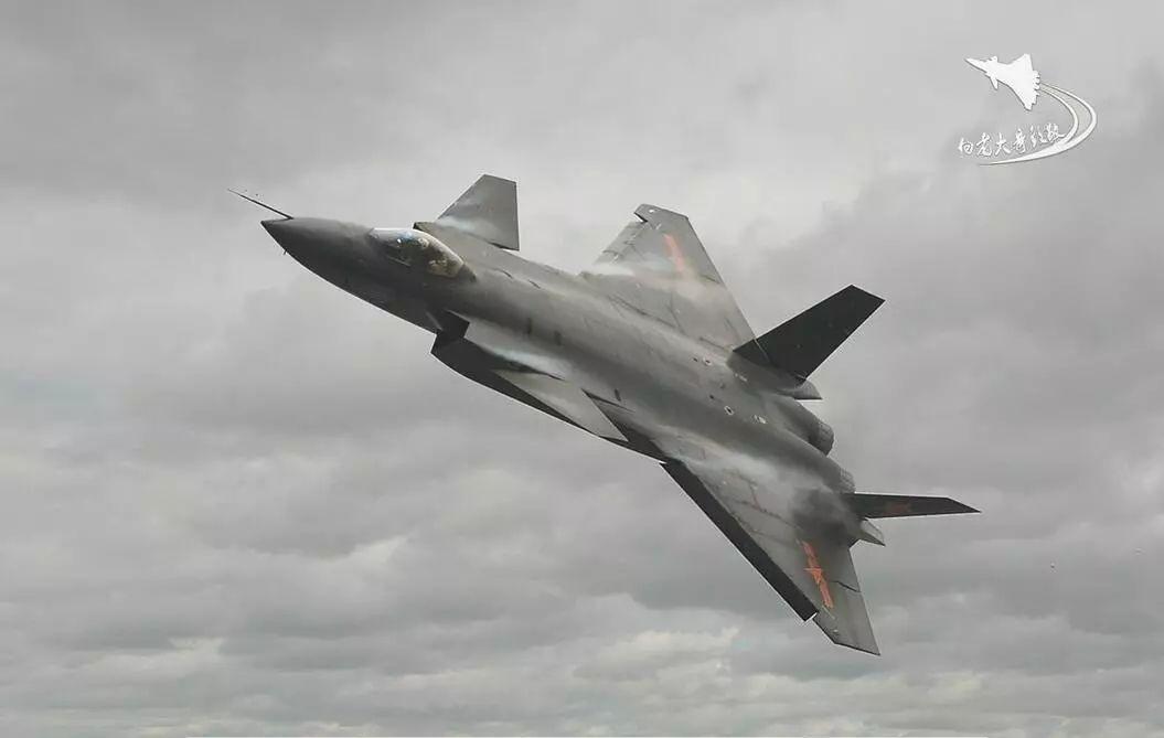 依靠精心构思的鸭式布局,中国歼10做到了匹敌f16,歼20抗衡f22,压f35一图片