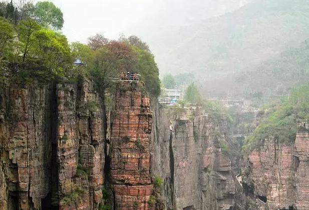 我国最牛公路,仅由人工挖掘建在千米悬崖,被誉为世界第八大奇迹