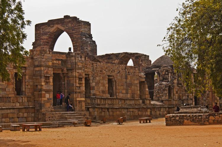印度这座寺庙,有根悬空石柱不受地心引力,寺庙竟不倒塌?