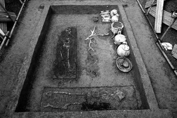 文物介绍——秦兵马俑的跪射俑