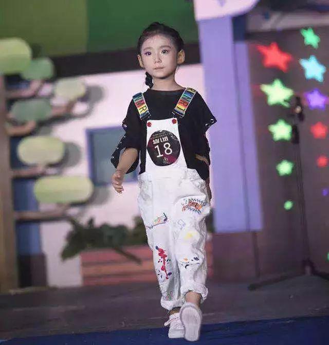 """""""海上丝绸之路""""儿童模特大赛 穿着组委会分发的免费礼服 hongstar国际"""