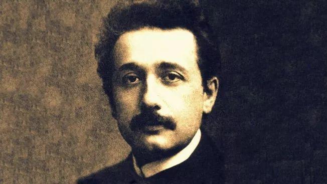爱因斯坦是怎样学习物理的?