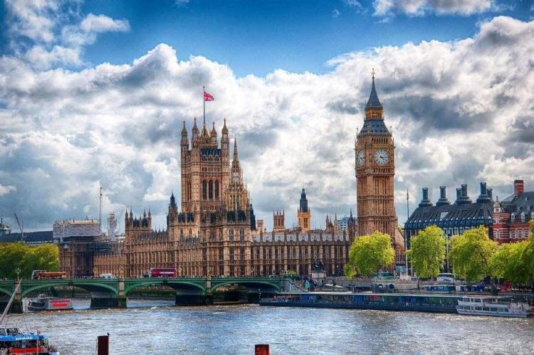 英国大学生最满意大学出炉:牛津剑桥竟没有霸榜首位,第一名国内少有听闻