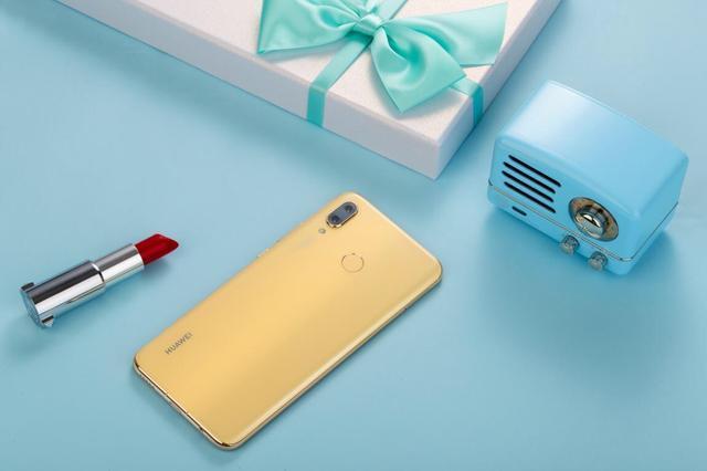 如何用手机呈现出黄色的时尚?华为nova3樱草金为你揭晓