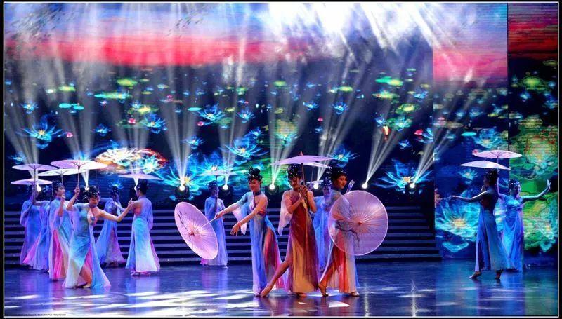 (3)《花开富贵中国梦》