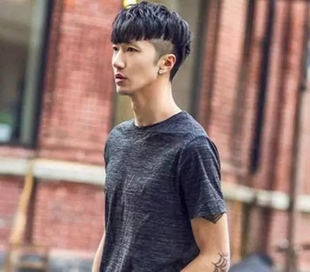 男人帅气的长发发型_不用烫染,男生剪这3款短发型超帅,不剪后悔!