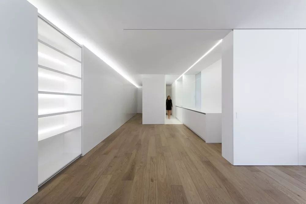 用落地窗与硅藻白色搭配空间背景泥电视异形墙效果图图片