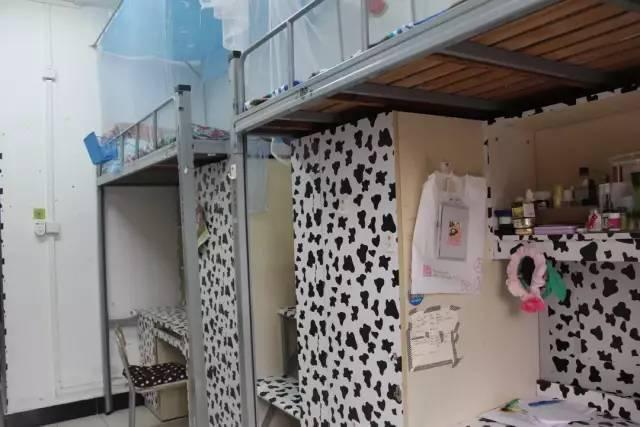 浙江纺织服装职业技术学院   大纺院有两个寝室,一个是学府东苑--宁大学生村简称一村,另外一个就是学府西苑简称本部.