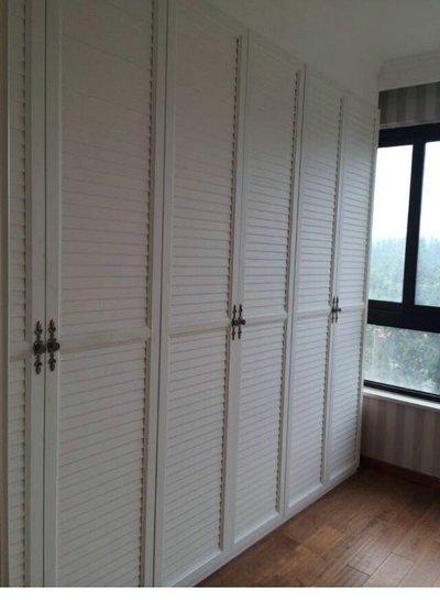 北欧风格等选择推拉门的多,也许是因为对开门的衣柜看起来比较豪华