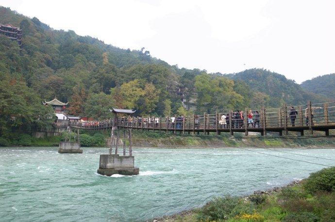 中国最铁两个地区:一个是大熊猫的故乡,一个是中国火锅之都! 作者: 来源:李不言说旅游
