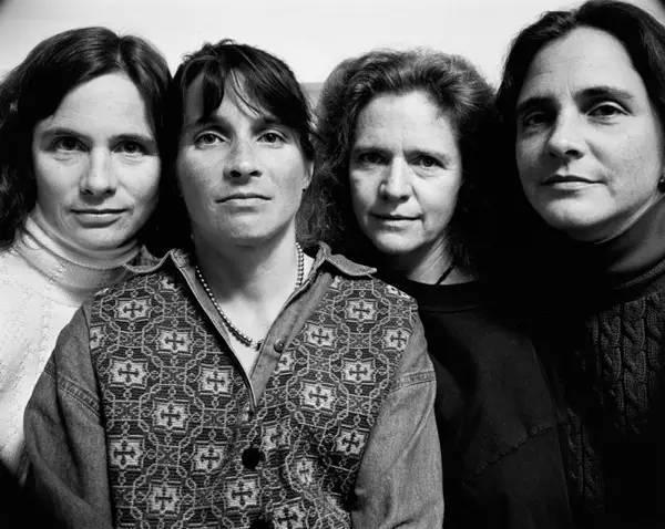 四姐妹连续合影36年,什么都变了,什么都没变