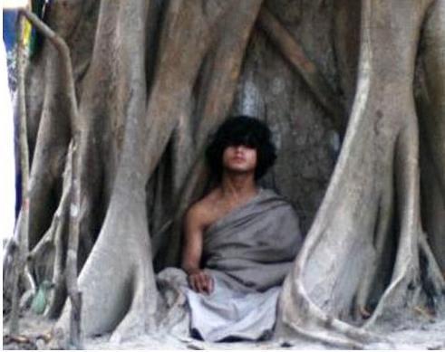 尼泊尔少年十个月不吃不喝灵修,当地人称他为「佛陀转世」