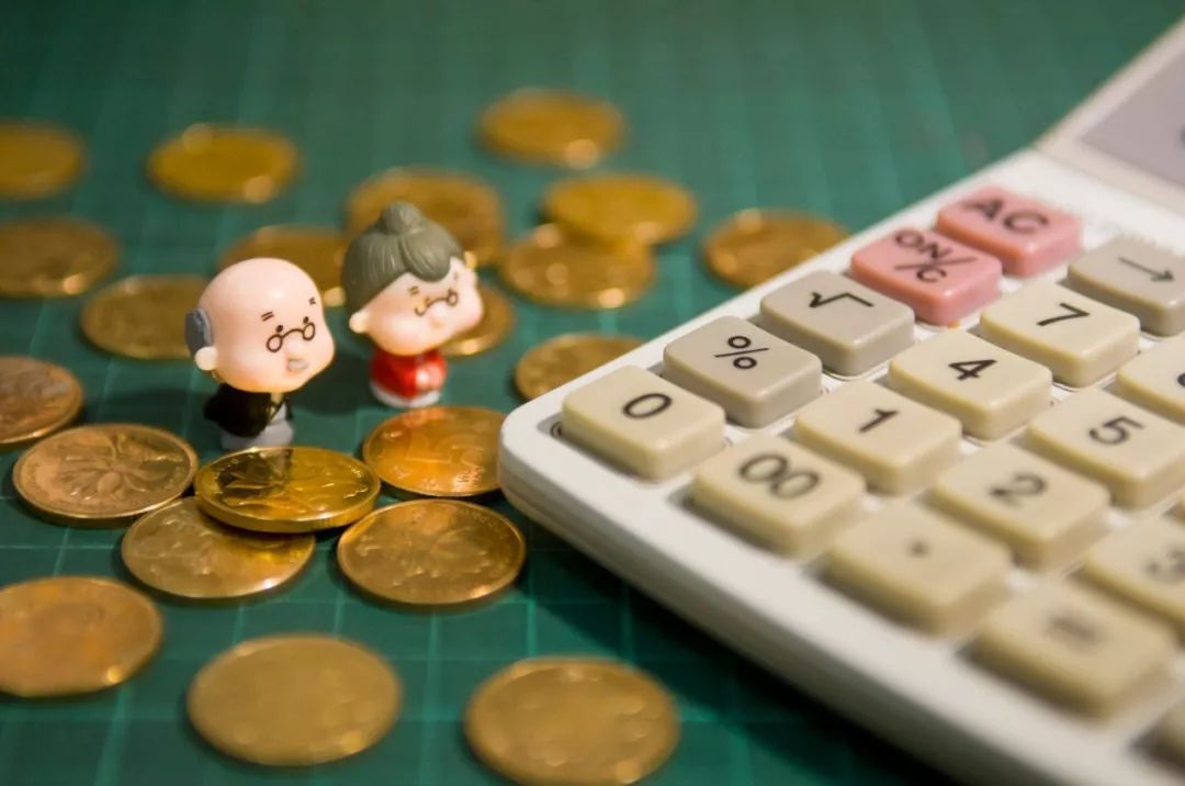 退休人员养老金上调5.5% 人社部解释增幅降低原因