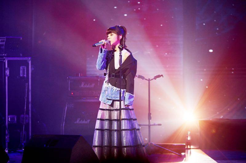 金玟岐演唱会:郁可唯为她撑腰,现场邀歌,替她征婚,大爆理想型