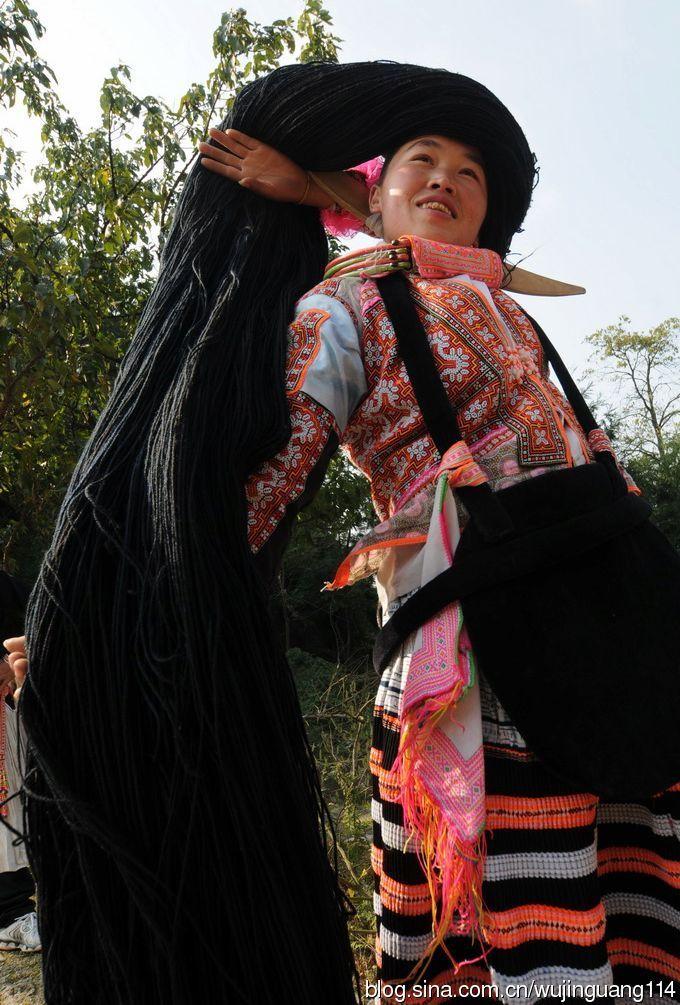 贵州六盘水长角苗族头饰图片
