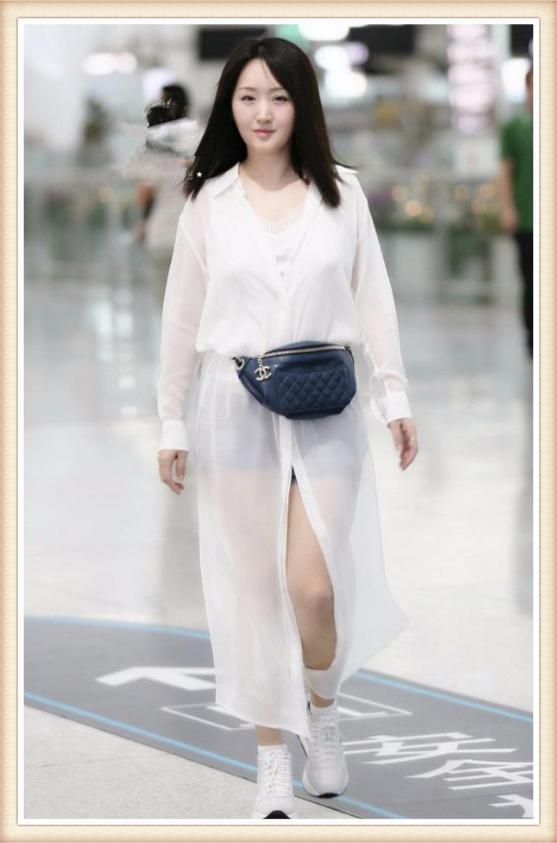 杨钰莹这次时髦到家了!把腰包当腰带,竟也能穿的这么高级!
