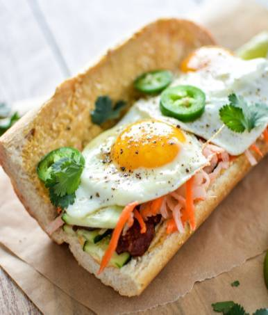 深受法国文化影响的越南人在法式长棍面包的基础上发明了越南三明治图片