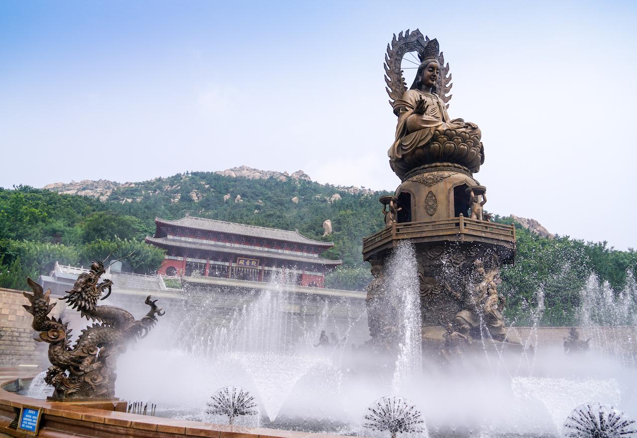 山东最东这座千年古寺,为何吸引日韩游客络绎不绝前来参拜?
