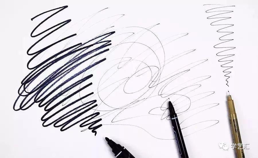 线条的绘画一直贯穿在我们的绘画学习中,它能和色彩融合在一起表现异彩纷呈的画面,它也可以单独成为一幅作品,其表现的画面特点不着色彩却让画面烁烁生辉.