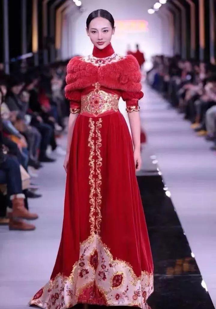"""曾荣获""""中国时尚大奖2012年度十佳职业时装模特""""称号,现在的职业是模图片"""