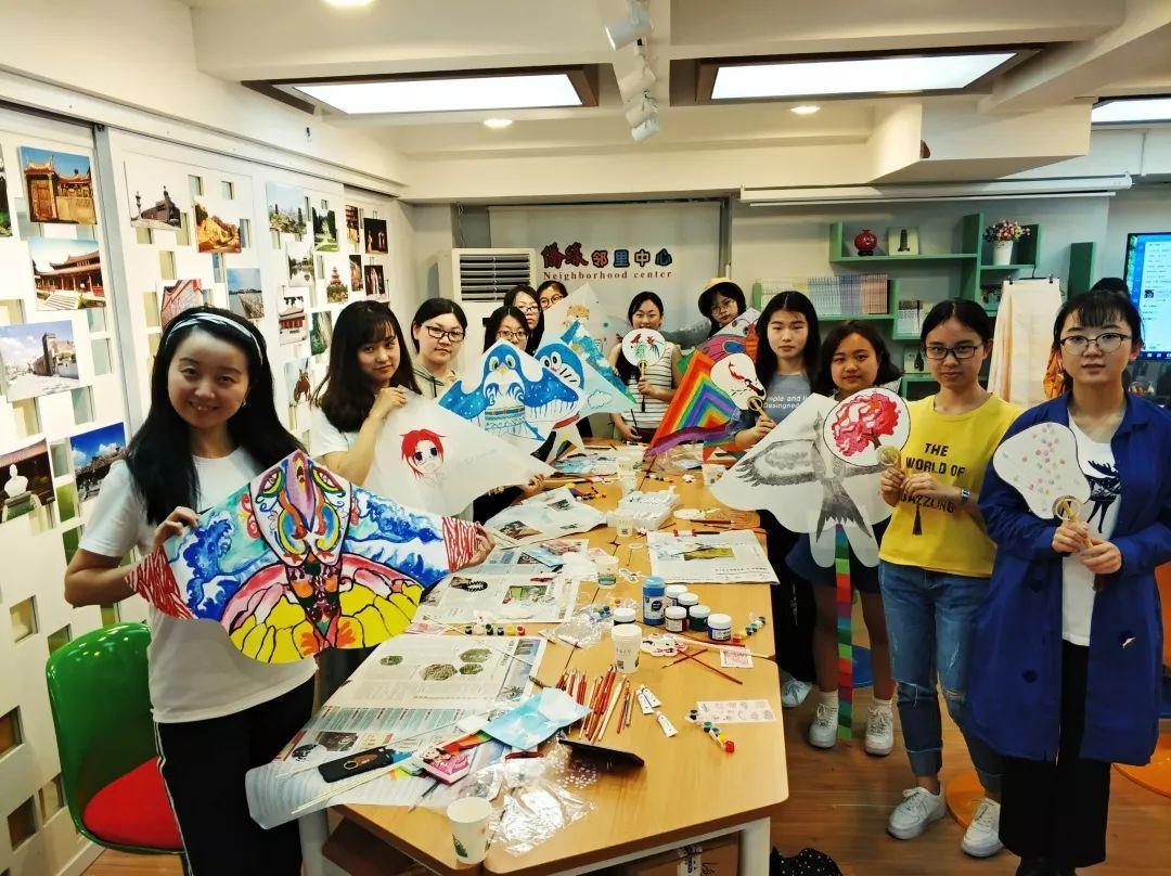 协会举办的 手绘团扇,拼豆,中国结,手绘面具,纸藤花等diy制作都很受