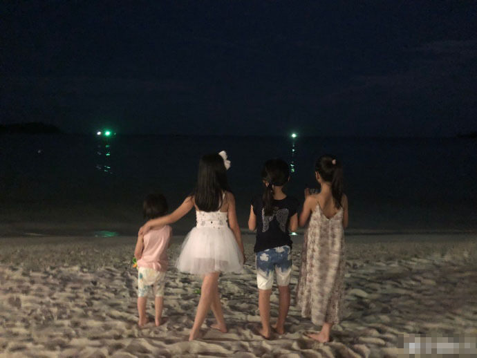 @夏天,你是不是想热死我!学这些明星海边走一波,看着都凉快! 作者: 来源:糊说娱有料