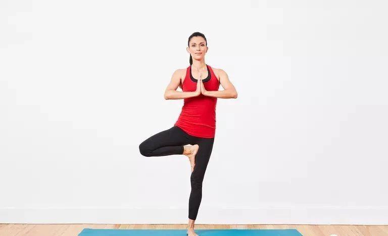 初学瑜伽,9个瑜伽动作锻炼核心图片